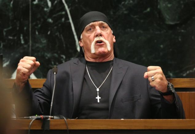 Hulk Hogan Does A Leg Drop On Kotaku - #GTUSA 1