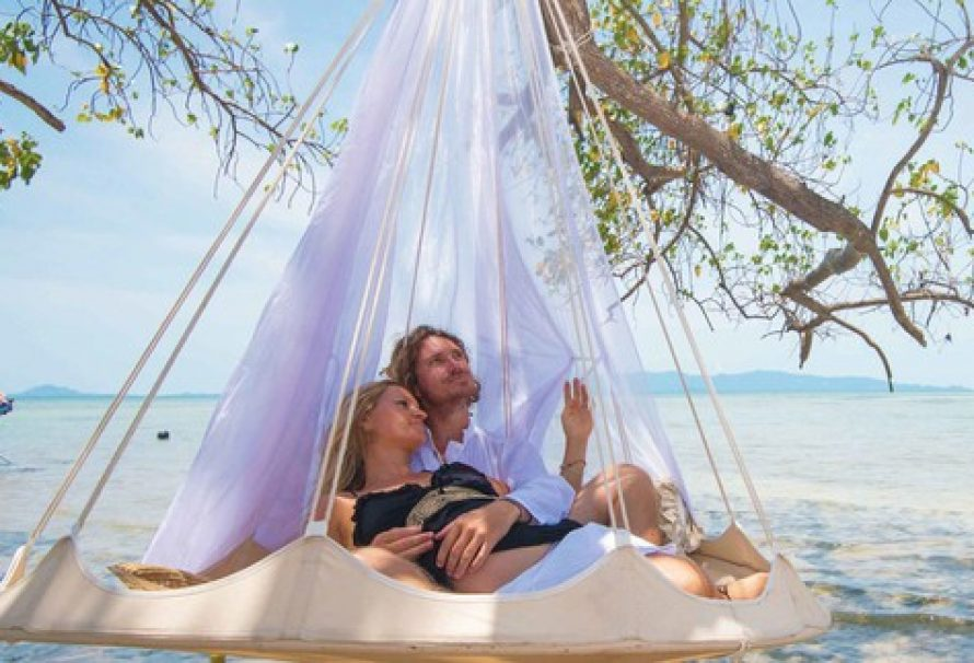 This dreamy hammock works in every occasion
